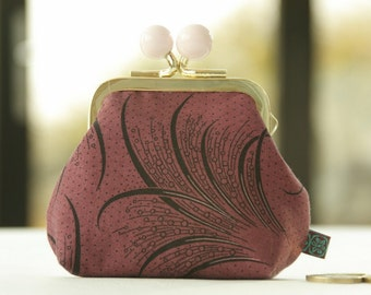 Golden metal frame coin purse/ pink beads /Downton Abbey Women's collection/ Mary's plume/ black feathers on bordeaux