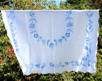Embroidered Tablecloth, Linen Cross Stitched  - Vintage Table Cloth 11910