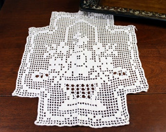 Filet Crochet Doily or Placemat -  Hand Crocheted - Basket and Flowers 12093