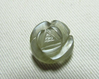 Grey Moonstone Rose Flower - Carving Stone - Amazing Pcs Amazing Carved By Hand Unique Pcs size - 17 mm weight 15.00 crt