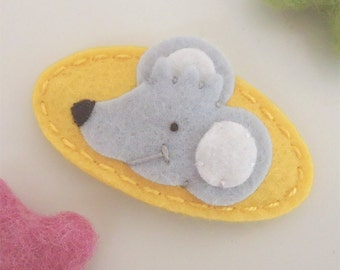 Felt hair clip -No slip -Wool felt -Silver grey mouse -yellow