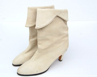 SALE!!!!!!!!!! Cream suede cuffed ankle boots 1990s 90s 1980s VINTAGE FOOTWEAR