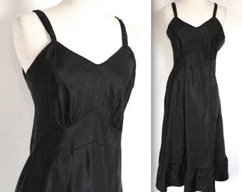 Vintage 1940's Dress Slip // 40s Black Lingerie Slip with Ruffled Hem // Dinner at Eight // DIVINE