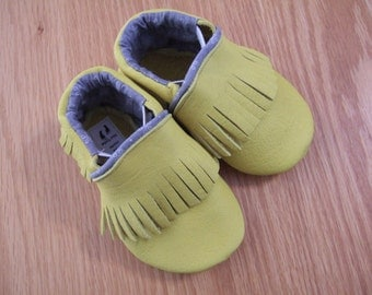 bright yellow shoes fringed moccasins size 4/ 6-12 month baby shoes