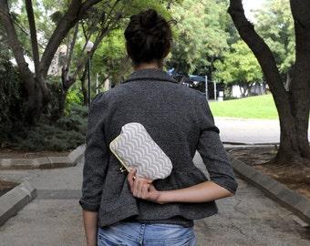 clutch purse beige waves. kisslock purse. kisslock bag. beige. fabric bag. small bag