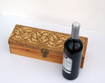 Personalized Wood Box. Wine Box . Custom Keepsake Time Capsule Wedding Gift