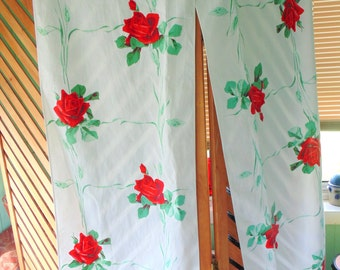 Vintage TABLE RUNNER. Kitchen Decor. Red Roses. Fabric. 1950s. Toweling. Mid Century Linens. vintage fabric. red rose. Extra long 140 inches