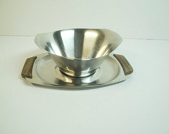 Vintage Monarch Mark III Japan Stainless Serving Bowl with Tray