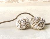 20% Off- Crochet  Lace Stones, Shabby chic pebbles,  Lace rocks, Natural  Fall Wedding Favors, Inspirational Wedding Romantic decor.