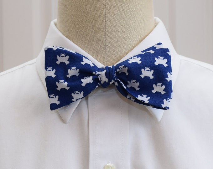 Men's Bow Tie in dark blue with white frogs, frog lover bow tie, Duke blue bow tie, zoo wedding bow tie, frogs bow tie, frog lover gift