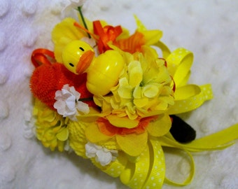 Corsage Baby Shower Washcloth Rubber Duck Neutral Gender for Mom to Be