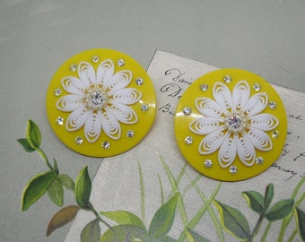 Big Yellow Disk Flower Power Clip On Earrings    MD43