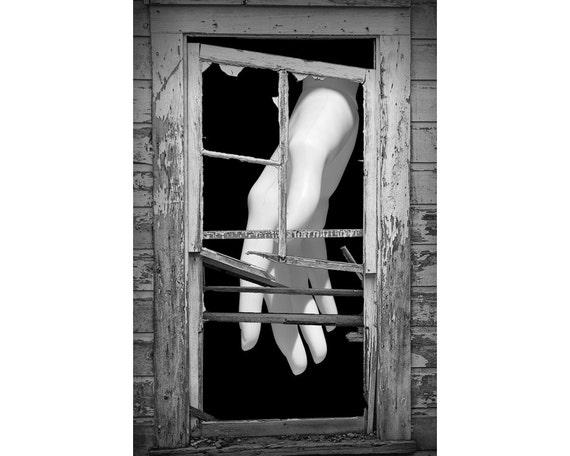 Articles similaires mannequin blanc la main derri re for Fenetre cassee