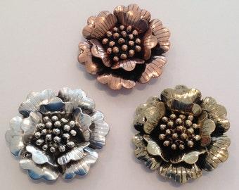 1 x Metal flower pendant