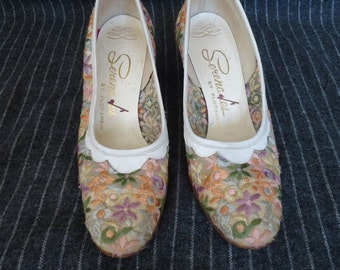 Pastel Embroidered Floral SPRING Vintage 1950's Womens Pumps Shoes 6.5