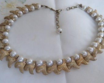 """Vintage necklace, retro faux pearl and matte gold tone """"waves"""" choker necklace, 1950's jewelry"""