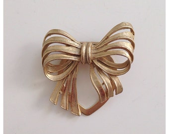 Vintage gold tone BOW scarf clip