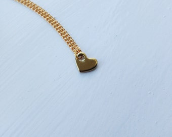 tiny gold heart -necklace (gold tone heart charm and gold plated chain minimal discreet neckpiece)