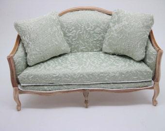 Miniature dollhouse furniture unfinished sofa in 1:12 scale code VMJ1402