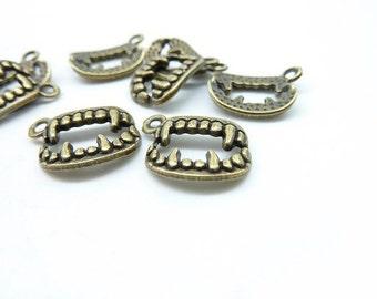 30pcs 14x17mm Antique Bronze Halloween Vampire Tooth Charms Pendant c6724