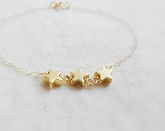 Shooting stars (bracelet) - Three 14k gold plated star charms on a 14k Gold Filled dainty chain