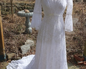 Vintage 1970s wedding dress fairy wedding woodland wedding country chic lace wedding dress