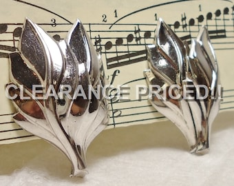 CLEARANCE! Leaf Motif Earrings: Vintage Marino Clips