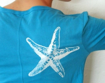 White starfish on my shoulder, thumbhole shirt