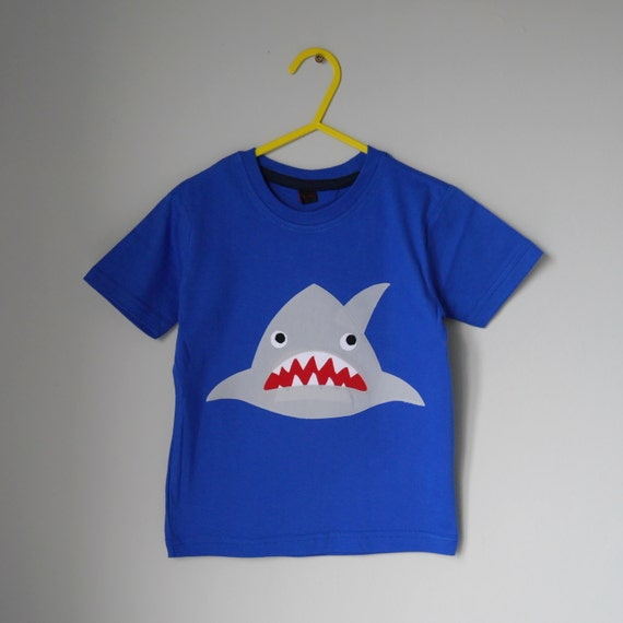 Toothy Shark applique t shirt 4-5 years