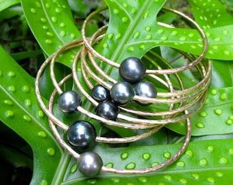 Tahitian Pearl Bangle, Gold Hammered Bracelet, Genuine Black Pearls, Gemstone Jewelry, Thick 12 Gauge, Wedding, Handmade, Elegant Gift Idea