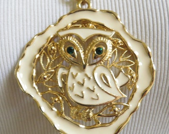 Adorable Vintage 70s Enamel Owl Necklace w Green Rhinestone Eyes