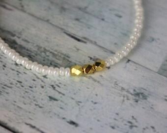 White Pearl/Gold Beaded Bracelet