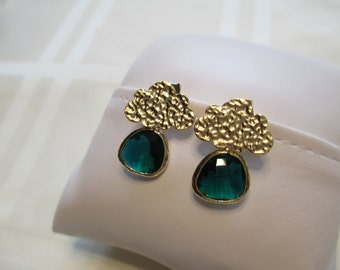 Dangle Earrings in Emerald Green and Gold