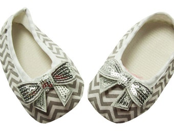 Adorable Baby Girl Embellished Gray and White Chevron Tiny Toes Crib Shoes
