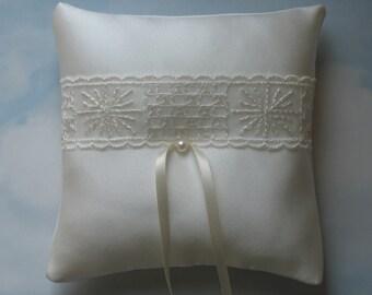SALE * REDUCED PRICE * Wedding ring bearer pillow. Ring cushion
