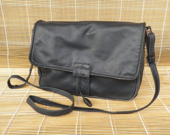 Vintage Lady's Medium Size Dark Blue Leather Hand Bag Purse Shoulder Strap
