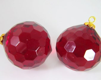 2 Vintage 25mm Ruby Red Faceted Acrylic Pendants Pd728