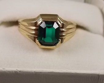 Vintage Gold Ring with Square Green Glass Stone 3Ct Yellow Gold 10K 2.1gm Size 7.25 May Birthstone