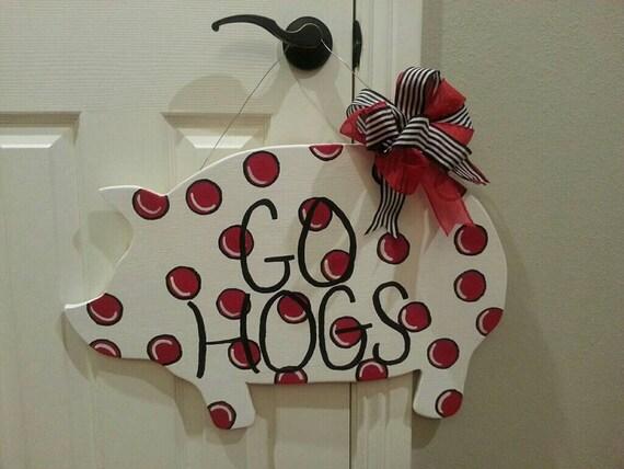 Painted polka dot pig door hanger wreath go