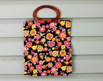 1970s retro floral print hippie purse or clutch. Large size