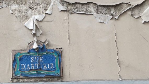 paris france peeling rue d 39 aboukir sign by villaparkhearts. Black Bedroom Furniture Sets. Home Design Ideas