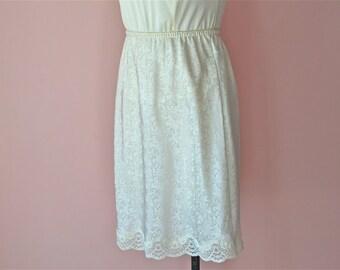 Ivory Damask Half Slip Skirt by Lucie Ann II Wide Lace Cut Out Hem  Modern Size XS Small Medium - VL359