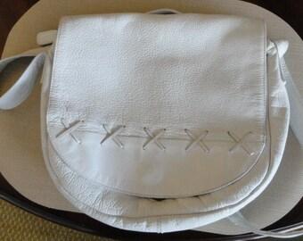 A519)  Vintage TRIBECA white leather bag