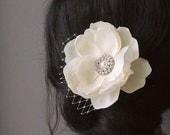 Bridal Ivory Magnolia Flower Hair Clip Vintage Style Wedding Hairpiece Bridal Flower Headpiece Magnolia Bridal Fascinator Cream Ivory Veil