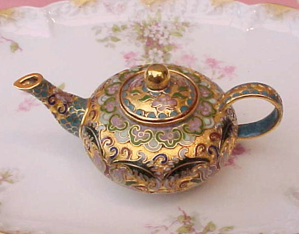 beautiful little chinese decorative cloisonne teapot aqua. Black Bedroom Furniture Sets. Home Design Ideas