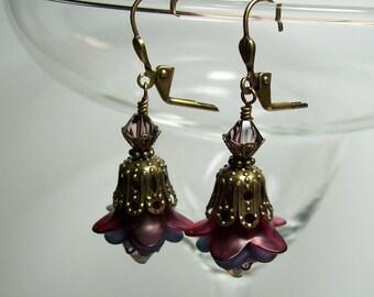 Lucite Flower Earrings. Raspberry and Plum Earrings. Vintage Inspired Lucite Earrings.