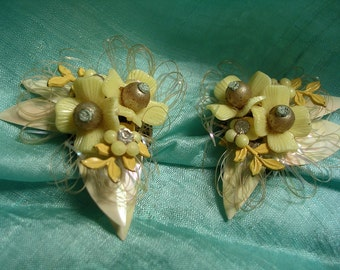 Vintage Lucite Cluster  Earrings. Clips. Unusual. 1950's