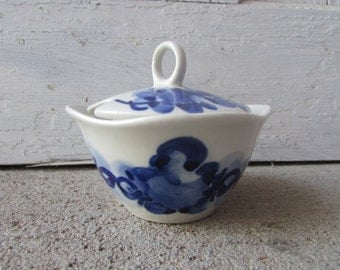 Vintage sugar bowl with lid blue and white small size