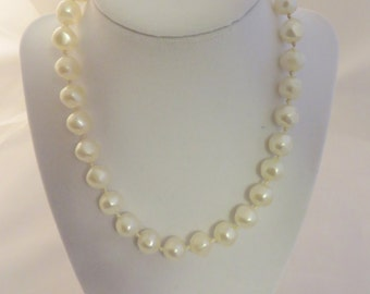 Vintage Laguna Faux Pearl Necklace Choker