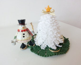 Miniature Dollhouse Tree White Crochet Christmas Decorations Ornaments with Green Rug Home Decor Table Room Decor House X'mas Gifts Idea